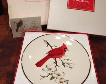 Avon Cardinal North American Songbird Plate 1974 in Box