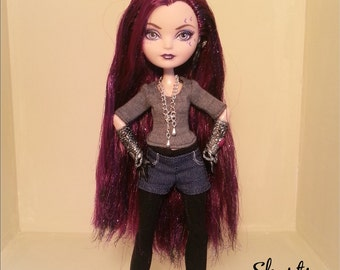 Ever After High dolls pattern for shorts, tights and a T-shirt.