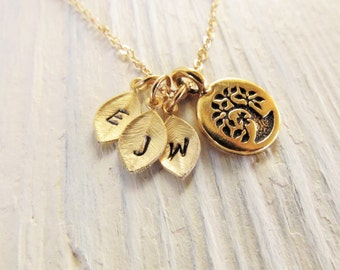 Personalized Gift for Mom, Family Tree Necklace in Gold, Mom Initial Necklace with Tree of Life Pendant, Jewelry Gift for Mother or Grandma