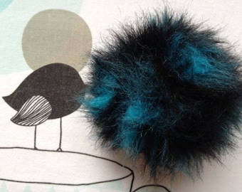 POMPOM IMITATION fur blue neon - white horse