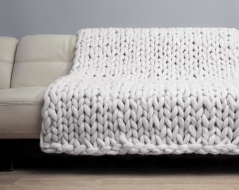 Chunky knit Blanket. Merino Wool Blanket. Bulky Blanket. Extreme Knitting by woolWow! Milk color.