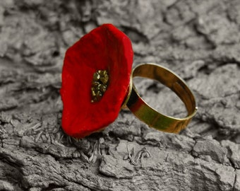 Poppy Ring, Red Flower Ring with golden heart, ring is adjustable, 2 cm wide.
