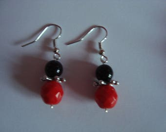 Earrings to be in red and black