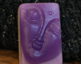 Slumber sleepy soothing lavender and tonka hand-poured soap