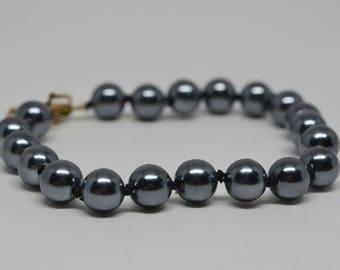 Lovely faux Haitian pearl pracelet
