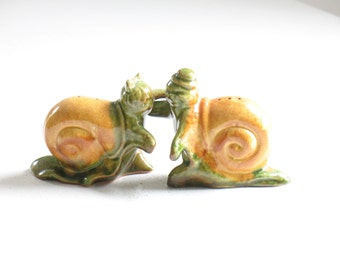 Vintage Hugger Snail Salt and Pepper Shakers / pottery ceramic snail figurines / pottery snails / silly best friend gift