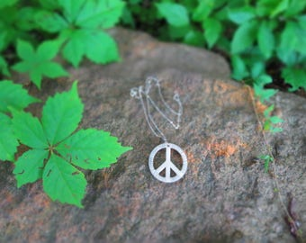 COLOR CHANGING | 3D PRINTED Fuchsia Peace Sign Necklace