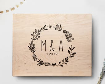 Cutting Board, Custom Wedding Gift, Wreath Cutting Board With Initials And Date, Personalized Wedding Gift For Couples,Bridal Shower Gift