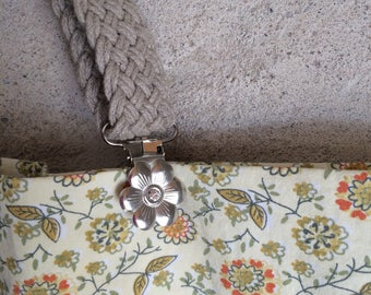 Flower Clips for changeable handles, white diamond center not pink