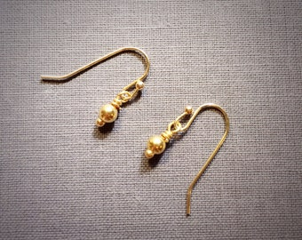 Monica - simple and petite everyday gold earrings