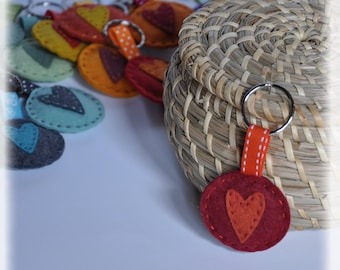 Keychain made of felt, hearts and hand sewing