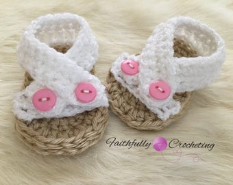 Newborn girl sandals... summer shoes... baby shower gift... baby sandals.. ready to ship
