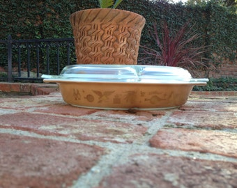 Pyrex Americana Divided 1 1/2 Quart Serving Casserole Dish With Lid
