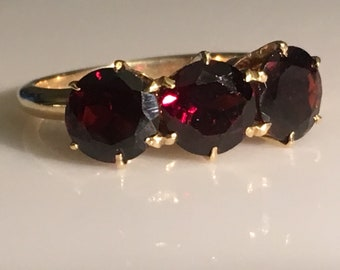 Victorian Garnet Ring in 14K Gold circa 1890