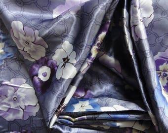 Satin polyester * 50 x 140 cm * printed purple flowers