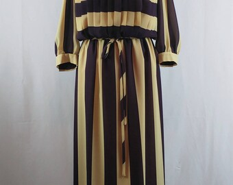 Vintage 1980s Gina Bacconi Pleated Plum and Cream Midi Length Dress