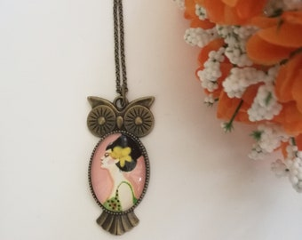 Cameo pendant necklace in the shape of lucky owl