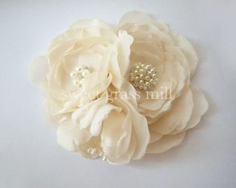 Champagne Fascinator - GRANDE FLEURETTE - Ivory White Champagne Handcrafted Flower Pearl Birdcage Veil Set