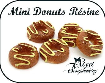 SET OF 4 MINI DONUTS MINIATURE PLASTIC KITCHEN CUPCAKES SCRAPBOOKING SCRAP CARD