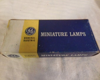 Vintage 1950s to 1970s PR4/PR6 USA Miniature Lamps GE General Electric NIB For Flashlights Retro