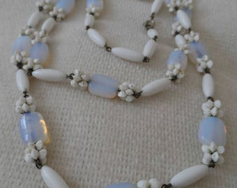 Opalescent glass & plastic flapper length 1930's necklace