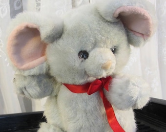 Vintage 90's Russ Berrie little gray plush mouse