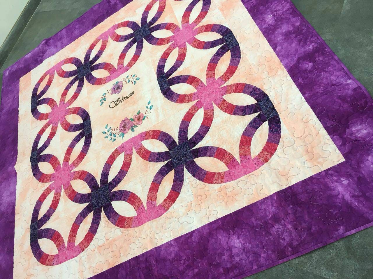 Double wedding ring quilt. Purple quilt. Queen /full size