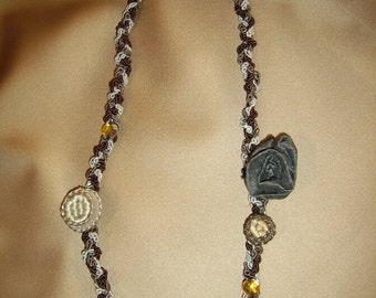 """Shabby Chic Necklace Necklace with vintage buttons """"The Art of Recycling""""//Collana with vintage buttons """"art of recycling"""" Shabby Chic"""
