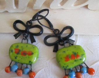"""Ravissantes petites boucles d'oreilles pendantes """"Créations en céramique"""""""
