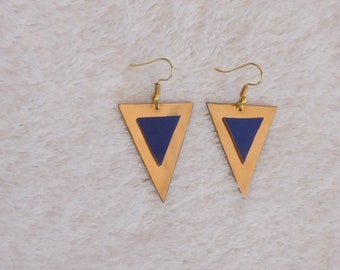 Triangular earrings in brass and leather glued (choice of color)