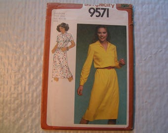 Vintage Simplicity Pattern 9571 Miss Pullover Dress Suitable for knit or woven