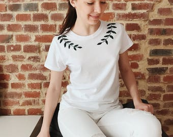 Embroidered t-shirt, White t shirt, embroidered shirt, hand embroidery, Women's t shirt, Floral embroidery, embroidered tee, boho style