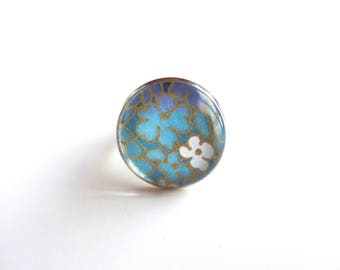 Round ring, floral in shades of purple turquoise, Japanese (washi paper + glass cabochon). Origami jewelry.
