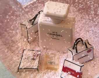 Snow globe Chanel
