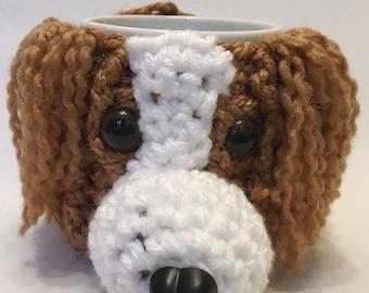 KING CHARLES SPANIEL Dog - hand crochet mug cosy with mug