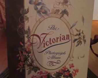 "Vintage-look ""The Victorian Photograph Album"" 1994 - 47 photo inserts"