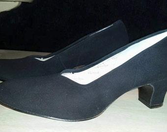 Beautiful, vintage 40's 50's, black suede, kitten heel pumps by Vitality Shoes! 9aaaa