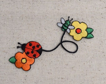 Daisy Flowers with Ladybug and Bee - Embroidered Patch - Iron on Applique - 681596-A
