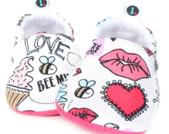 Valentine Baby Booties: baby shoes | baby moccs | gender neutral | baby girl | baby boy | baby clothes | newborn | baby shower gift | baby