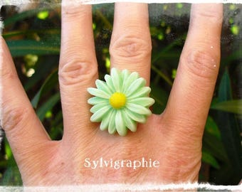 Light green Daisy ring