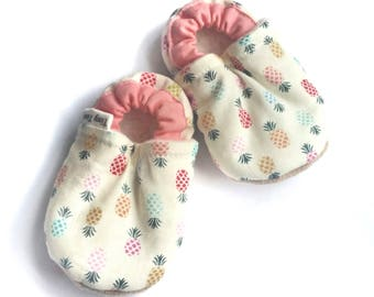pineapple baby booties, soft sole baby shoes,pineapple baby shoes, baby girl shoes, fabric baby booties, pineapple baby shoes, infant moccs