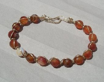 Facettierte Karneolarmband - Handmade Draht umwickelt fantastische Karneol rotes Armband, 14k Gold gefüllt Draht durch JewelryArtistry - BR631