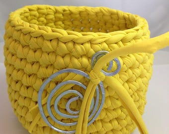 Basket, violet and Buttercup yellow gold