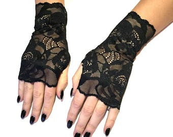 Lace Gloves in Black . Stretch lace, fingerless lace gloves.