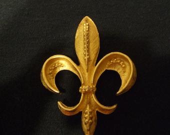Vintage Goldtone Fleur De Lis Pin, Unsigned Fleur De Lys Design Matte Gold Color New Orleans Brooch