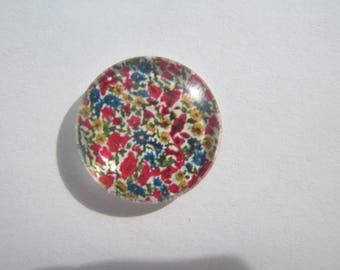 Pretty with its liberty look red and blue 20 mm round glass cabochon