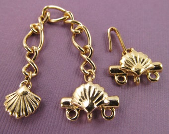 2 Vintage Seashell Motif Gold Plated Hook Clasp Sets Cl45
