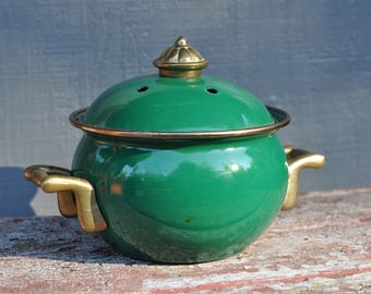 Farmhouse Kitchen, Green Enamel, Small, Lidded, Handled, Pot, Vintage, Unmarked, Cabin Decor, Color Therapy, Bright, Fertility, Money, Wish