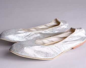 Size Small - Ladies 5 to 5 1/2 - Vintage Silver Foldable Flats in Pouch - Bonnie Doon - 1960s Sparkle Shoes