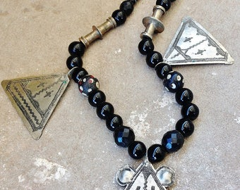 Old Silver Triangle Tuareg Necklace with Onyx, Silver & Trade Beads, North African Necklace, Niger